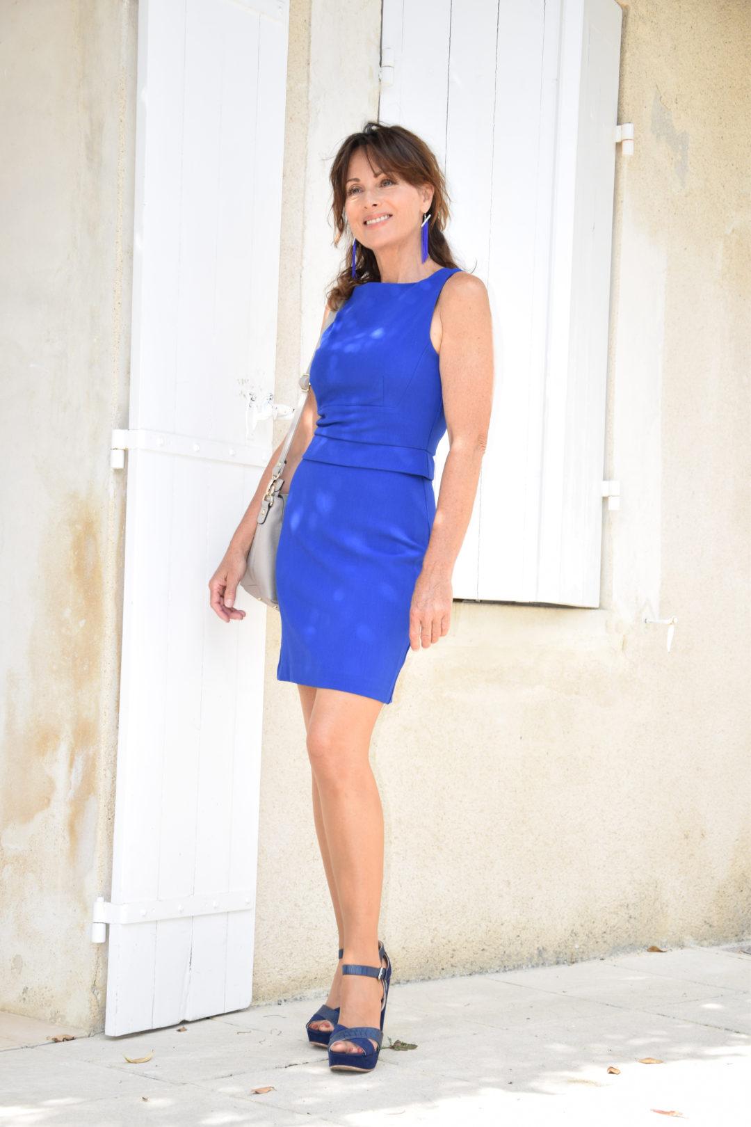 Robe Fourreau D Un Joli Bleu Electrique A Moins De 40 Euros Toute Belle En Quinqua Blog Mode Beaute Lifestyle