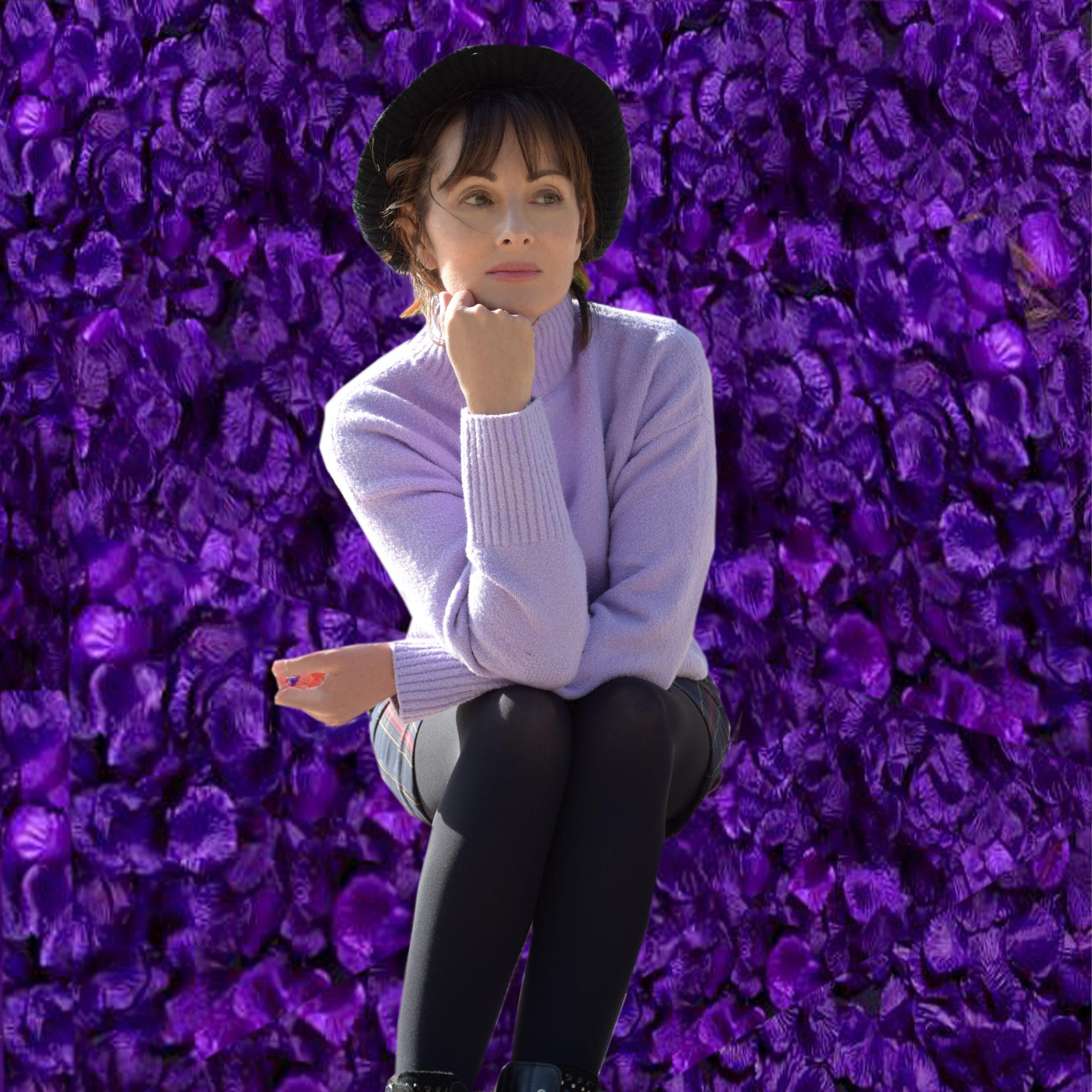 Nelly Berthele en violet